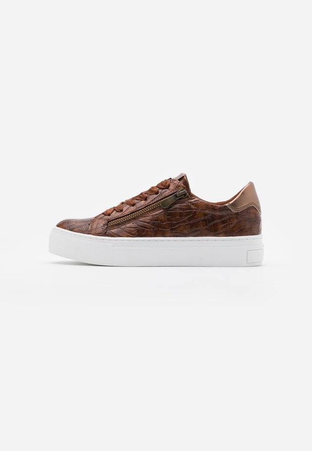 LACE UP - Sneakers laag - cognac