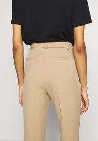 Pedro del Hierro - STRAIGHT LEG TROUSER WITH BELT - Pantalon classique - beige - 3