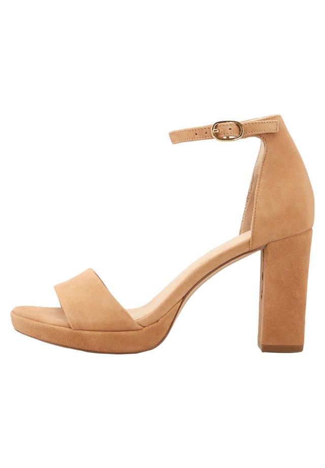 High heeled sandals - braun-hell