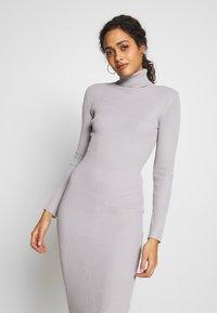 Missguided - ROLL NECK MIDI DRESS - Pletené šaty - grey - 3