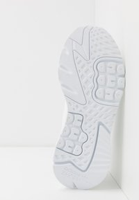 adidas Originals - NITE JOGGER - Trainers - footwear white - 4