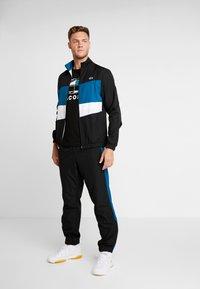 Lacoste Sport - TRACKSUIT - Dres - black/illumination white - 1