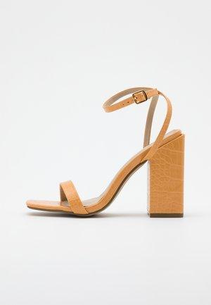 CHUNKY BLOCK BARELY - Sandály na vysokém podpatku - orange