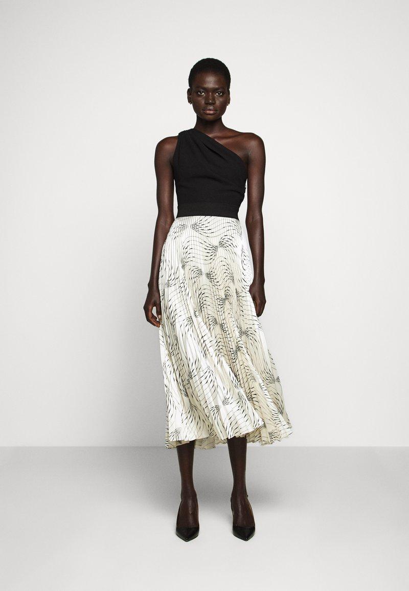 Victoria Victoria Beckham - OFF SHOULDER BACKLESS DRESS - Vestito elegante - dunes