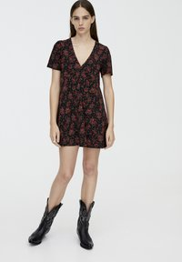 PULL&BEAR - MIT BLUMENPRINT - Day dress - black - 1