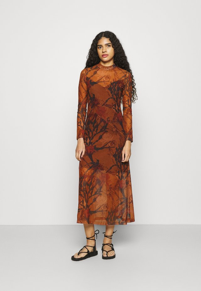 HANNA NOLINA DRESS - Korte jurk - cinnamon brown