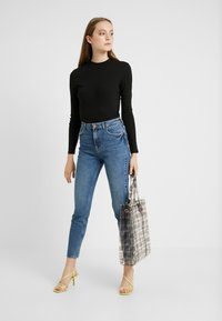 Pieces - PCLEAH MOM - Jeans relaxed fit - medium blue denim - 1