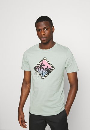 JORBILLY TEE CREW NECK - Print T-shirt - green milieu