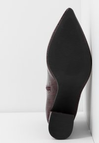 Dorothy Perkins Wide Fit - WIDE FIT ANICA POINTED BLOCK HEEL - Stiefelette - red - 6