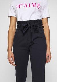 Vero Moda Petite - VMEVA LOOSE PAPERBAG PANT - Trousers - night sky - 4