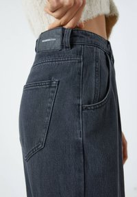 PULL&BEAR - SLOUCHY - Relaxed fit jeans - black - 6