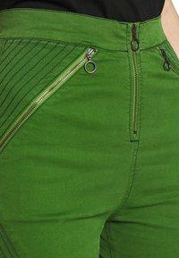 House of Holland - BODY CON ZIP  - Denim shorts - green - 4