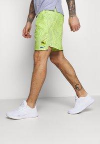 Nike Performance - CHALLENGER SHORT EKIDEN - Pantalón corto de deporte - cyber - 3