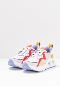 Nike Sportswear - NIKE RYZ 365 RF - Trainers - white/washed coral/track red/topaz gold/football grey/light thistle - 4