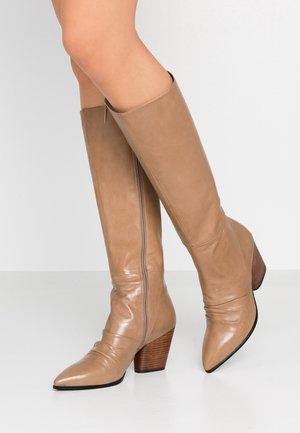 Vysoká obuv - faggio