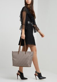 DKNY - CASEY - Tote bag - brown/nude - 1