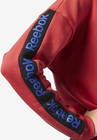 Reebok - TRAINING ESSENTIALS LOGO CREW SWEATSHIRT - Sweatshirts - rebel red - 3