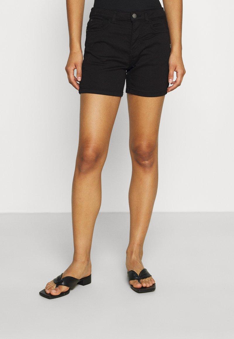 JDY - JDYLARA LIFE - Shorts - black
