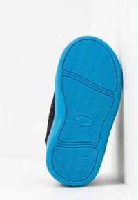 UGG - TABOR - Kotníkové boty - black - 5