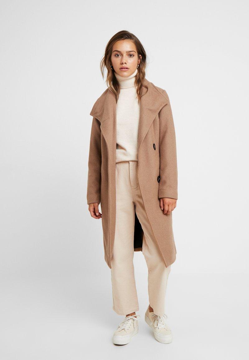 Vero Moda Petite - VMDANIELLA LONG - Classic coat - tobacco brown