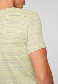 s.Oliver - ARBORANT LA TEXTURE DU FIL FLAMMÉ - Print T-shirt - yellow melange - 3