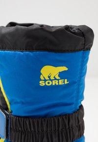 Sorel - YOUTH FLURRY - Zimní obuv - black/super blue - 2