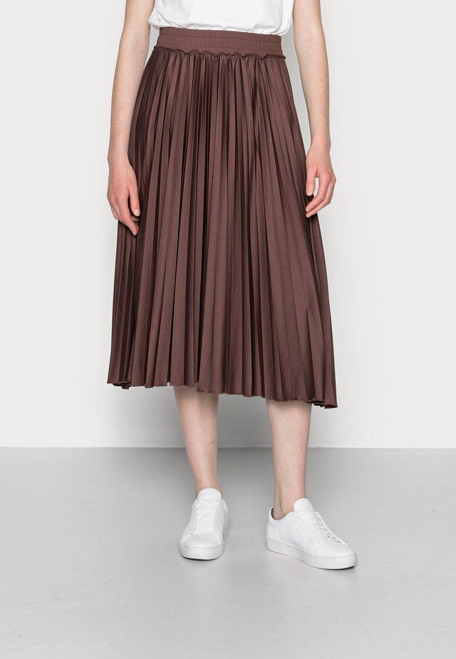PLEATED SKI - Plisovaná sukně - rust brown