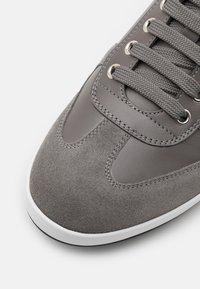 Emporio Armani - LACED SHOE - Sneakersy niskie - grey - 5