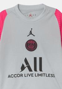 Nike Performance - PARIS ST GERMAIN UNISEX - Klubové oblečení - pure platinum/hyper pink/black - 2