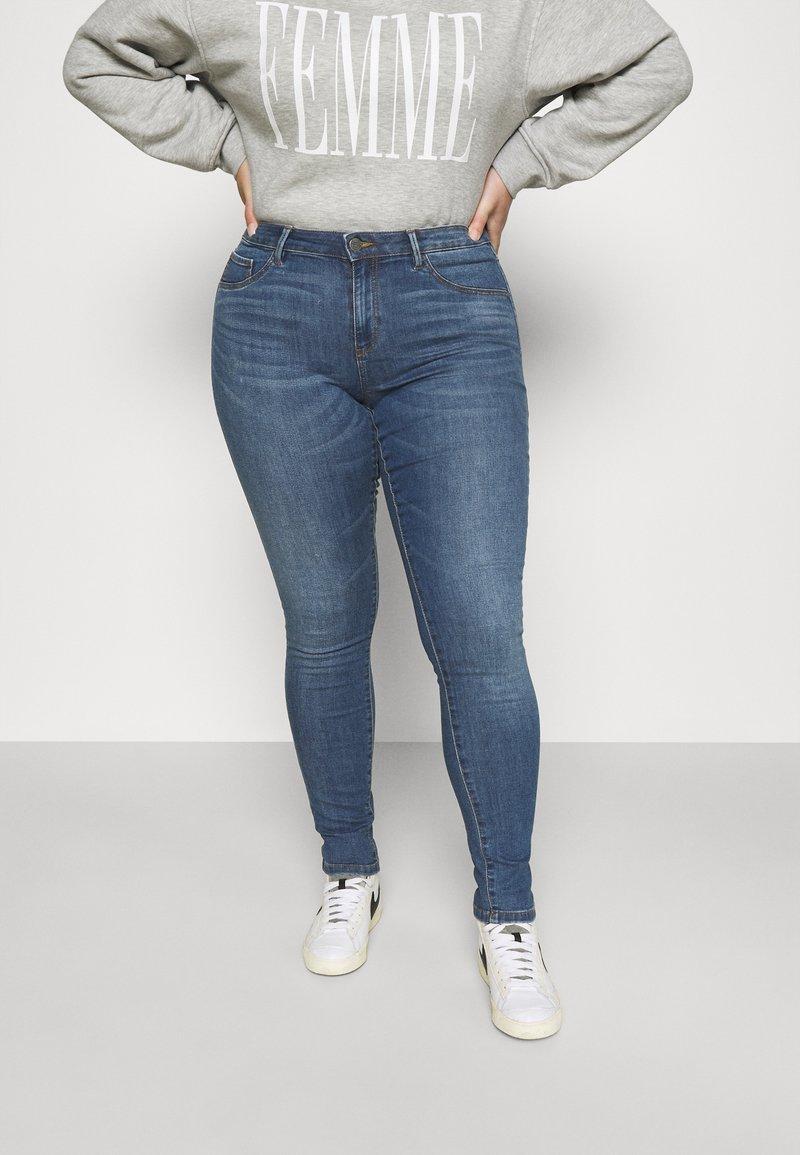 ONLY Carmakoma - CARFLORIA LIFE SKINNY  - Jeans Skinny Fit - medium blue denim