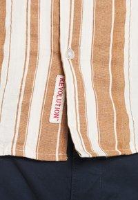 REVOLUTION - SHORT SLEEVED CUBAN SHIRT - Shirt - brown - 4