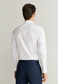 Mango - EMOTION - Formal shirt - white - 2