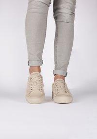 Blackstone - Sneakers laag - almond milk - 0