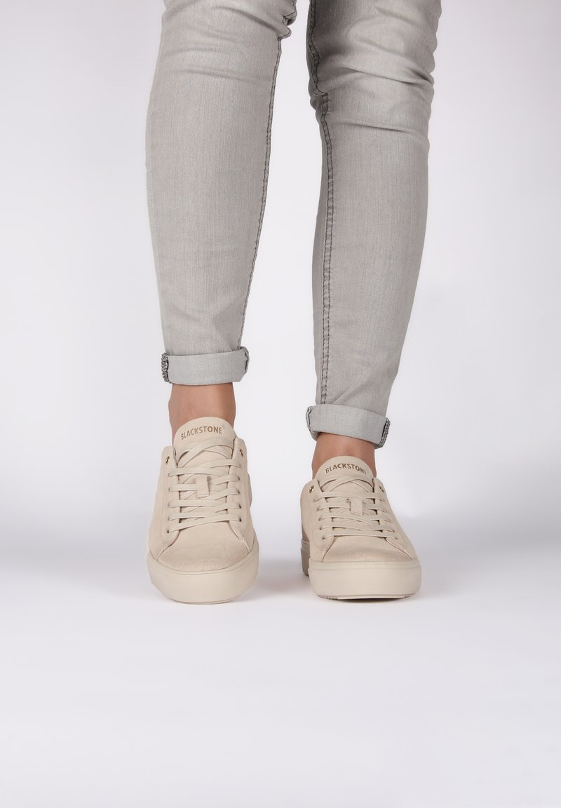 Blackstone - Sneakers laag - almond milk