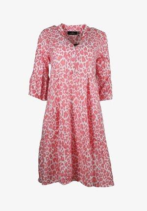 SCHMETTERLING - Day dress - rosa