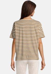Betty & Co - T-shirt print - weiß/braun - 2