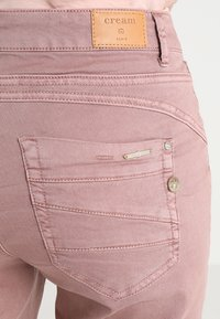 Cream - LOTTE COCO - Slim fit jeans - old rose - 5