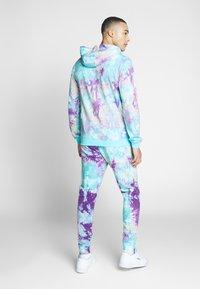 Fila - PURE AOP - Teplákové kalhoty - lilac batik allover - 2
