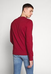 Jack & Jones - JCOSTRONG CREW NECK - Sweatshirt - rio red/melange - 2
