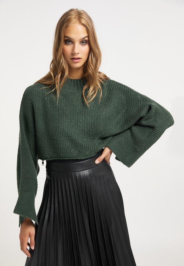 Stickad tröja - dunkelgrün