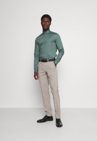 Calvin Klein Tailored - LOGO STRETCH EXTRA SLIM - Formal shirt - balsam green - 1