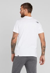 The North Face - EASY TEE SUMMIT GOLD - T-shirts med print - white - 2