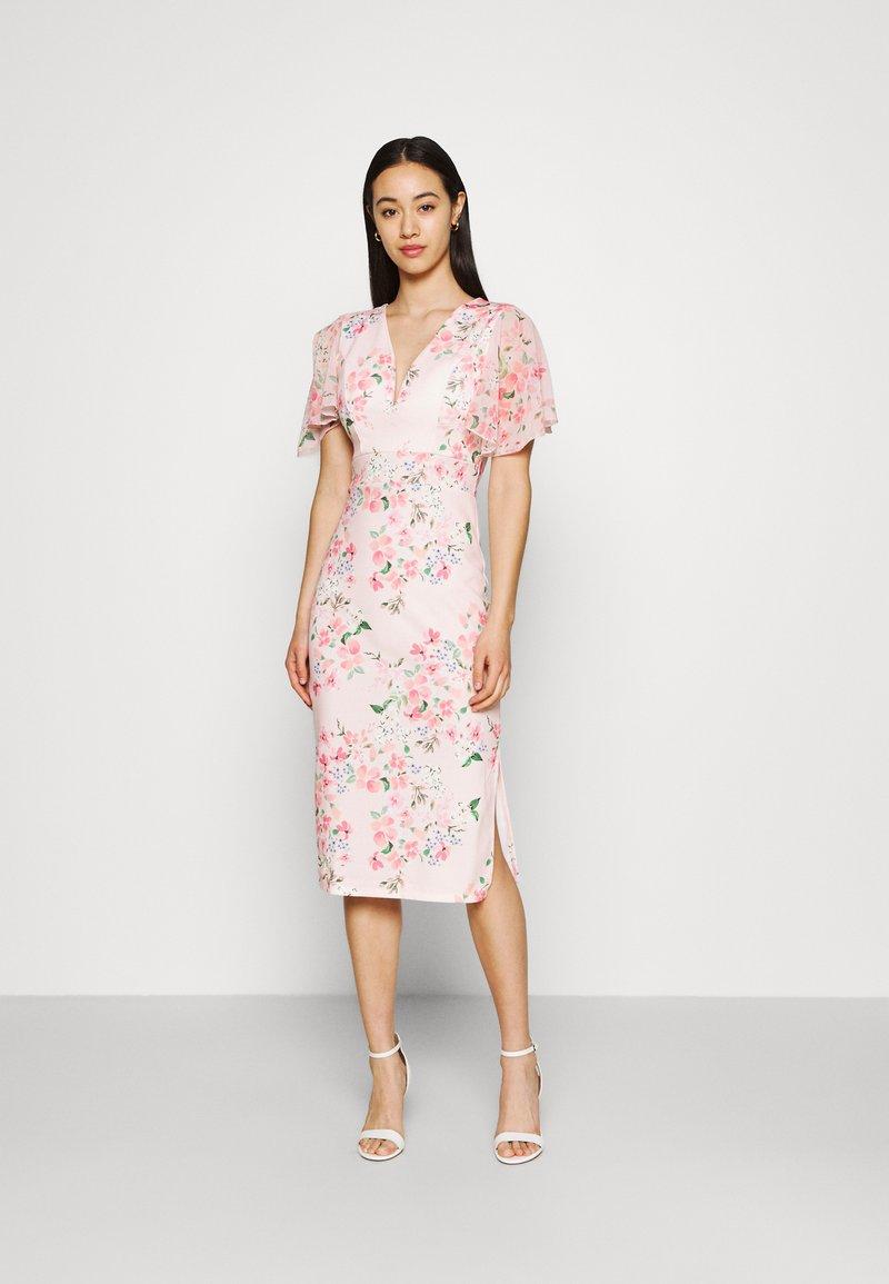 WAL G. - SALUD FLORAL PRINT MIDI DRESS - Sukienka z dżerseju - pink
