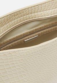 HVISK - AMBLE CROCO - Käsilaukku - sand beige - 3