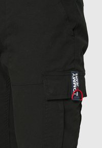 Tommy Jeans - SCANTON DOBBY PANT - Cargo trousers - black - 5