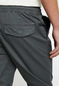 Solid - TRUC CUFF - Bukser - dark grey - 5