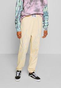 NEW girl ORDER - OUTLINE FLAME JOGGERS - Teplákové kalhoty - beige - 0