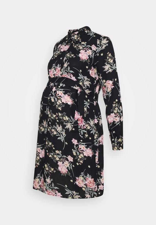 PCMPAOLA DRESS - Abito a camicia - black