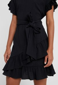 MICHAEL Michael Kors - RUFFLE WRAP DRESS - Vestito estivo - black - 3