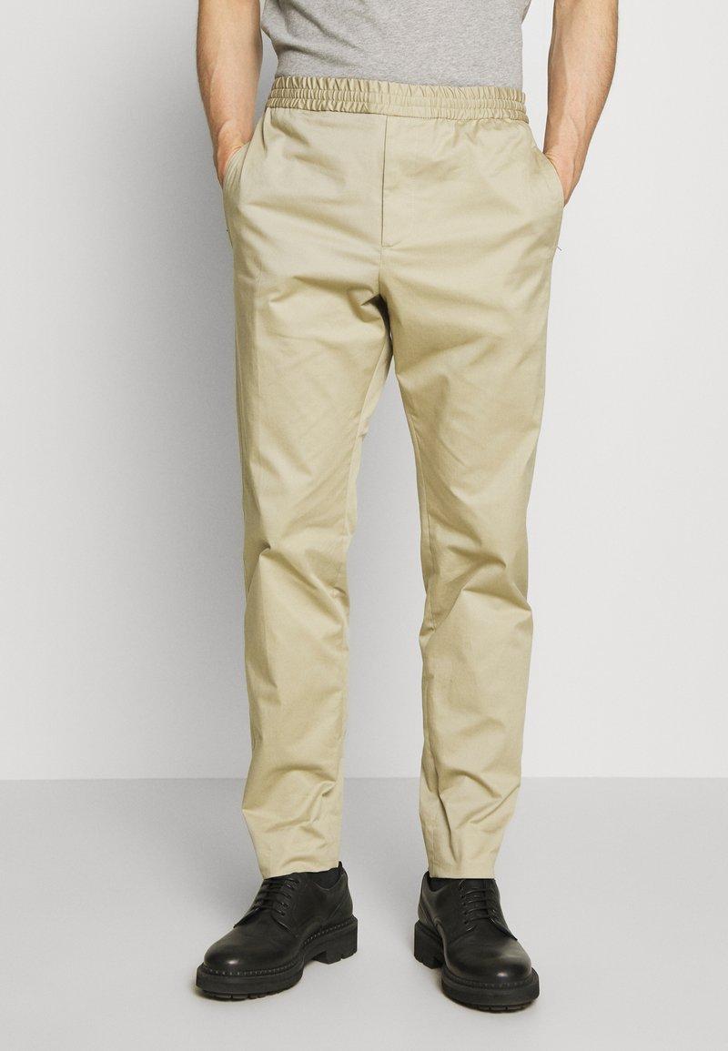 Joseph - ETTRICK - Spodnie materiałowe - sand